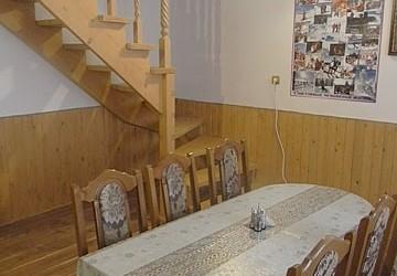 Двухэтажный деревянный коттедж на 5 номеров Украина