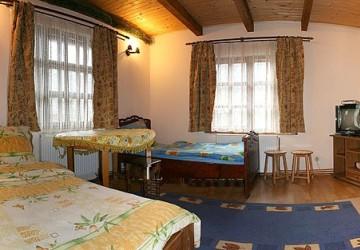 6,1 Поляниця Двоповерховий дерев*яний котедж в готельному комплексі.