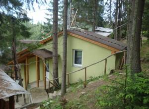 Двокімнатний будиночок у лісі на 4 людини