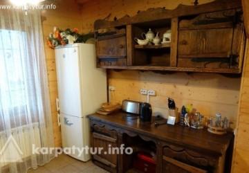 Деревянный двухэтажный дом с камином на 5 комнат на 10 мест 1.5 км ГК