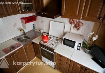 В квартире есть Wi- Fi, кабельное ТВ, постель, посуда.